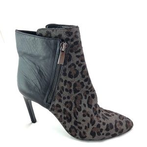 VINCE CAMUTO Chantal Grey Leopard Print Boots -7M